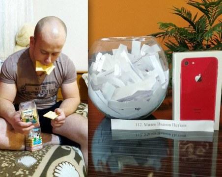 Млад мъж спечели Айфон 8 със селфи с пловдивските бисквити само с краве масло ВИДЕО и СНИМКИ