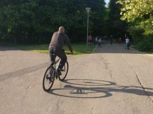 Велосипедистът, помел дете в Южния парк, остава в ареста