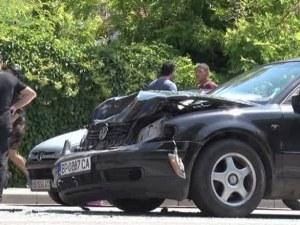 Започна се! Абитуриентка е ранена при катастрофа с 3 автомобила