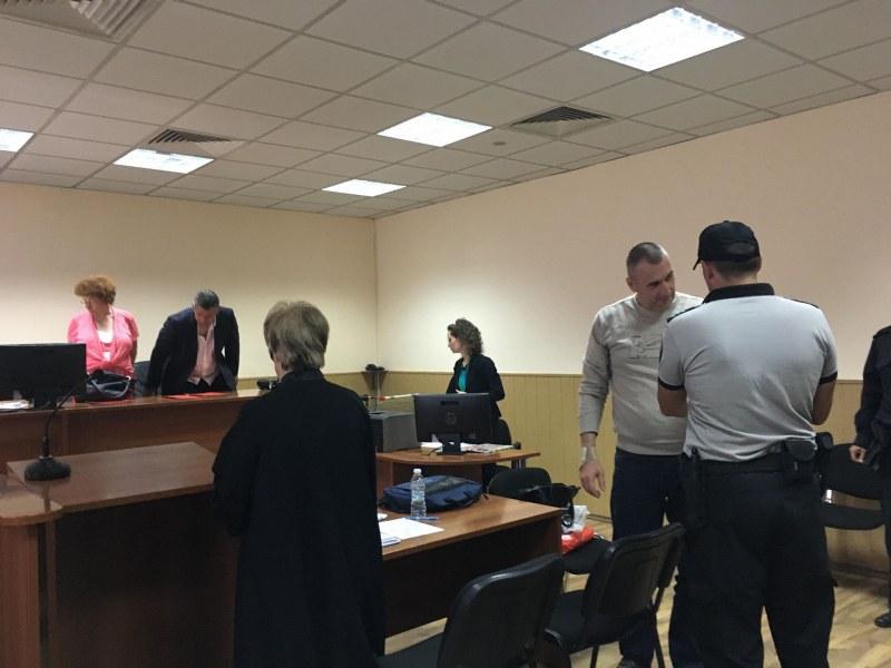 Полицейски шефове очи в очи с тъщата на подсъдимия полицай Венцислав Караджов