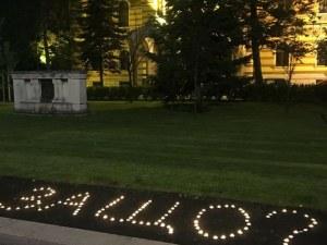 Флашмоб пред Светия синод- написнаха със свещи ЗАЩО?