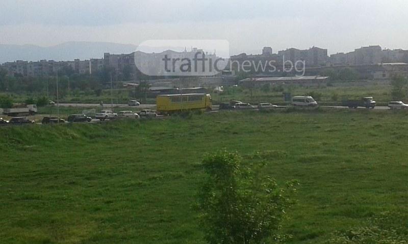 Закъсал тир блокира обходния път на Пловдив