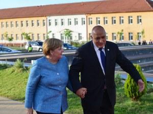 Любовта между Борисов и Меркел в СНИМКИ