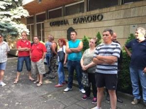 Спонтанно: Розопроизводители блокираха Община Карлово