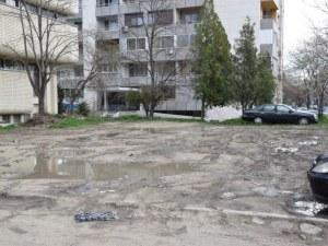 """Започва изграждането на 55 нови паркоместа зад """"Торо гранде"""" СНИМКИ"""