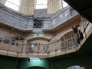 Затворник иска 90 хиляди лева за нечовешки условия в затвора