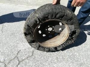 Опел осъмна с нарязани гуми в Кършияка