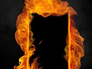 Жена подпали входната врата на 31-годишен мъж от Бачково