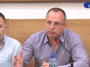 Министърът на земеделието иска от протестиращи да вдигнат блокадата, те отказват СНИМКИ+ВИДЕО