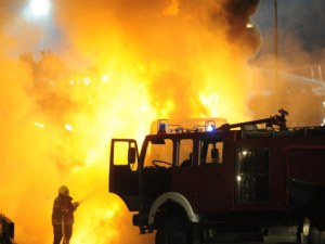"""Автобусът на """"Цървена звезда"""" се запали по време на празненствата ВИДЕО"""