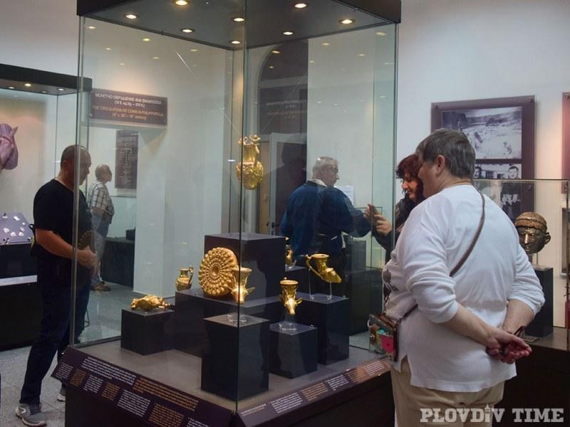 Златни артефакти плениха вниманието на стотици пловдивчани СНИМКИ