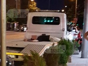 Неволи по пловдивските улици – подпийнал мъж си дремна върху... пътна помощ СНИМКА