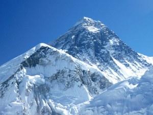 Пак трагедия на Еверест! Шерпи откриха тялото на японски алпинист