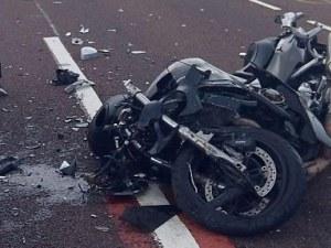 Тийнейджъри катастрофираха с мотор в Пловдив, водачът 18-годишен и без книжка