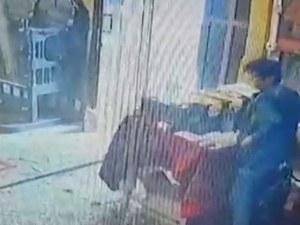 Грозно! Възрастна жена открадна даренията от храма в приюта в Нови хан ВИДЕО