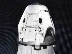Илън Мъск показа готовия пилотиран космически кораб