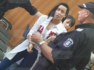Неочакван обрат! Връщат Габриела в ареста, изведоха я с белезници от залата ВИДЕО