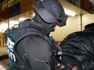 Полицаи и прокурори нахлуха в КАТ-Благоевград! Има задържани за корупция ВИДЕО