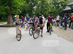 Спонтанен флашмоб организираха велосипедисти в Пловдив! Не са съгласни с кмета СНИМКИ