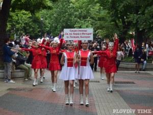 Хиляди ученици минаха по Главната на Пловдив СНИМКИ и ВИДЕО