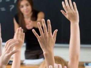Десетки пловдивски учители ще получат награди днес