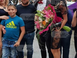 Фолк певицата Татяна изпрати сина си пред Тримона, объркаха я с абитуриентка СНИМКИ