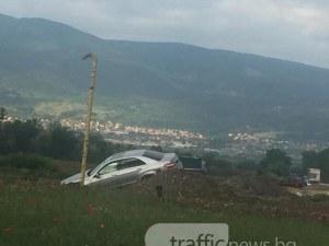 Мерцедес изхвърча в канавка на пътя Пловдив-Асеновград