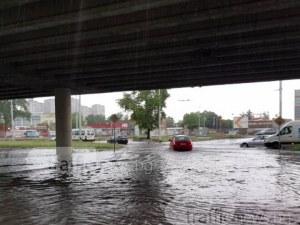 Дървета премазаха пет автомобила, коли закъсаха в езерото под Скобелева майка ВИДЕО и СНИМКИ