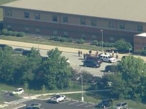 Стрелба в американско училище, има тежко ранени СНИМКИ