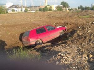 Още един автомобил изхвърча на кръговото на КЦМ СНИМКИ