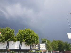 Внимание! Иде поредна буря, чуват се страшни гръмотевици? СНИМКИ