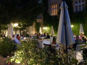 Мястото с вълшебно вкусна храна в сърцето на Пловдив СНИМКИ