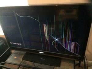 Въпреки ограничителна заповед: Мъж нахлу в къщата на свои близки, строши телевизора