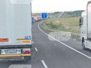Блокада на границата с Турция! Пловдивски шофьор чака повече от 24 часа на километрична опашка СНИМКИ