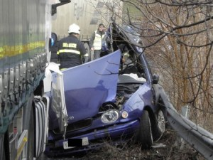 Меле на пътя край пловдивско село! Тир и лек автомобил катастрофираха
