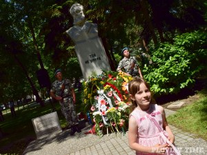 Поклон пред Ботев! Полагаме цветя пред паметника на безсмъртния герой в Пловдив