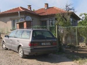 Мъжът, убил жена си и съсед, се поболял от безпаричие заради болното си дете