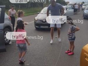 Деца разчертаха АМ Тракия, играят на дама! Движението все още е блокирано СНИМКИ