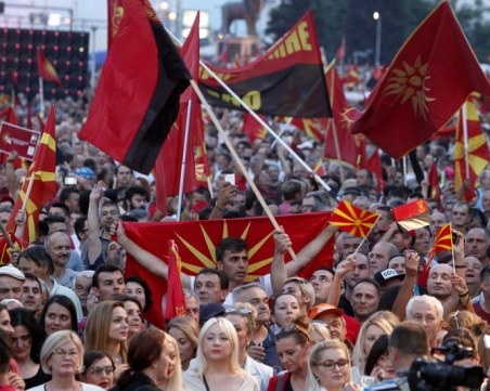 Хиляди на протест в Македония, искат предсрочни избори