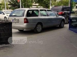 Тарикати пазят колите си от слънцето! Почти влязоха в супермаркет, за да са на сянка