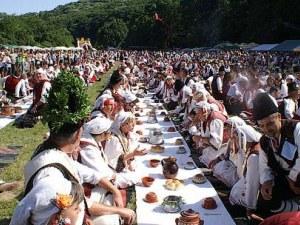 Уникална сватба за 1200 души вдигат край пещера Леденика
