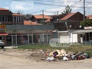 Градинка в Столипиново се превърна в сметище! Едни искат контейнери, други негодуват СНИМКИ