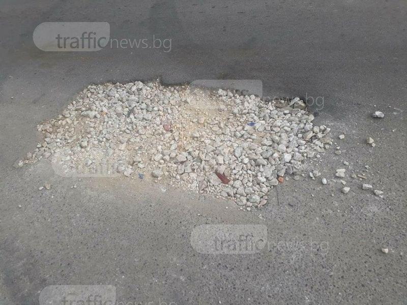 Дупка потроши десетки коли в Столипиново, БМВ остана без гума СНИМКИ