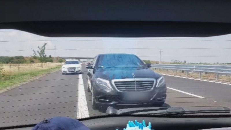Две коли опитаха да изтласкат семейство от пътя на магистралата до Пловдив