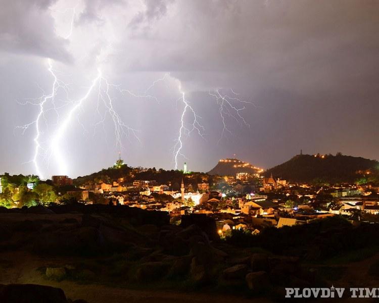 Гръмотевични бури удрят Пловдив! Жълт код за обилни валежи с опасност за градушки
