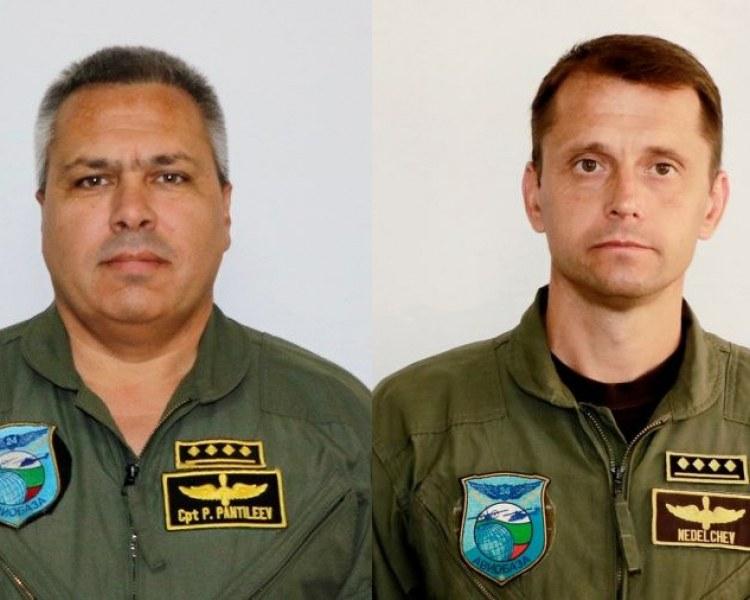 Погребват с военни почести един до друг загиналите край Пловдив пилоти