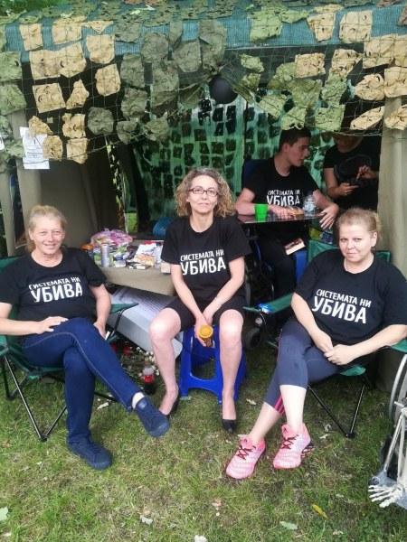 Протестиращи майки на деца с увреждания: Няма да се махнем от главата на премиера