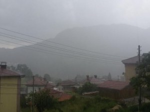 Пороен дъжд и силна градушка удариха Смолянско и Пампорово