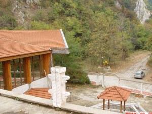 50% по-евтино: Разиграват на таен търг култово заведение на Асенова крепост СНИМКИ