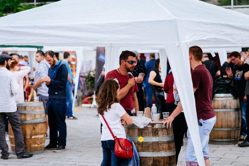 Занаятчийско пиво, кулинария и много музика на Две-три бири фест в Тютюневия град